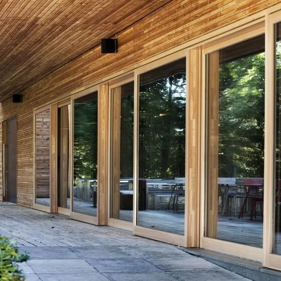 Фасадные окна из дерева