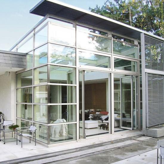 Конструкция из алюминия и стекла